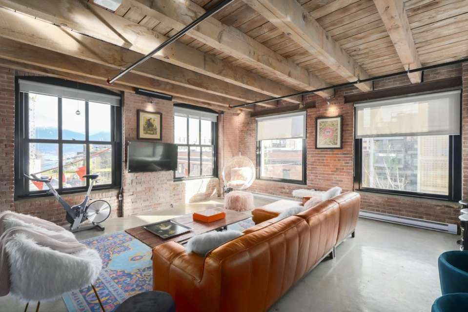 Extra Large, Open Concept, Brick and Beam Loft at KORET