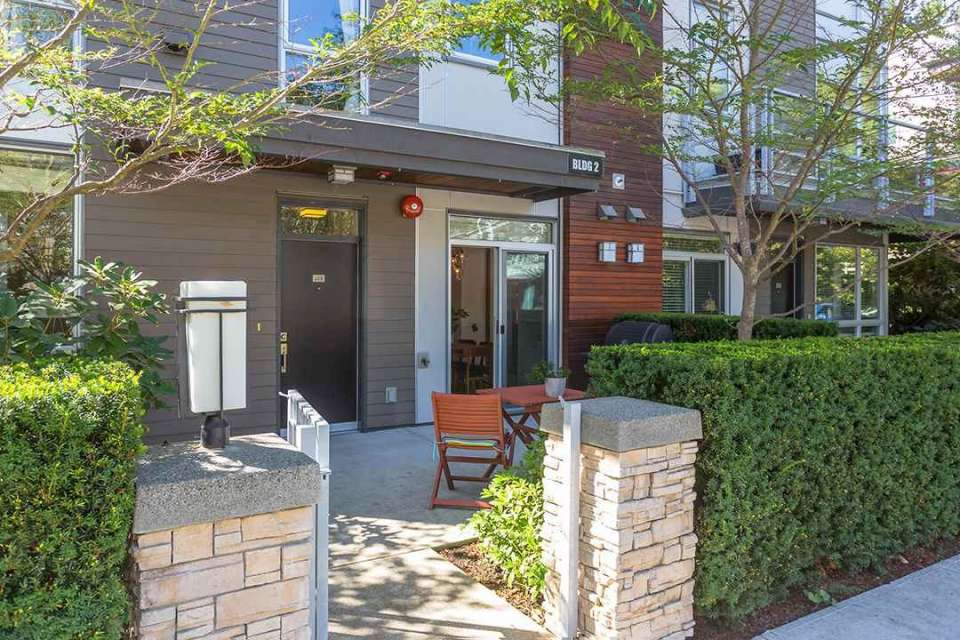 Contemporary Townhouse, Near Lonsdale Strip